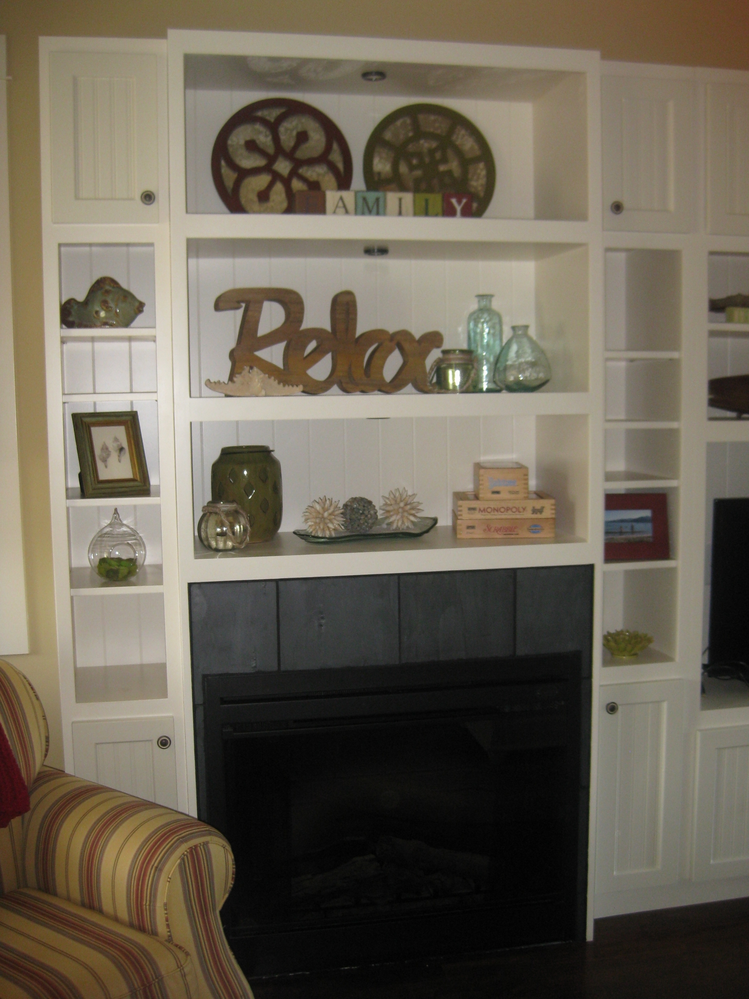 Living Room - Fireplace/TV